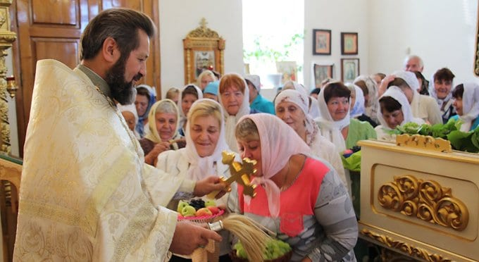 Основное духовное руководство человек должен получать в своей общине, - патриарх Кирилл