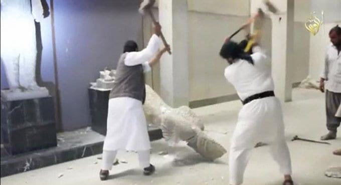 Боевики «ИГИЛ» кувалдами уничтожают культурное наследие Ирака