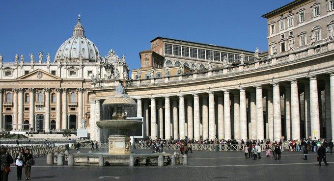 Бездомных бесплатно помоют и подстригут на площади святого Петра