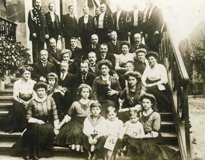 Николай II c семьей вГессен-Дармштадте уродственников