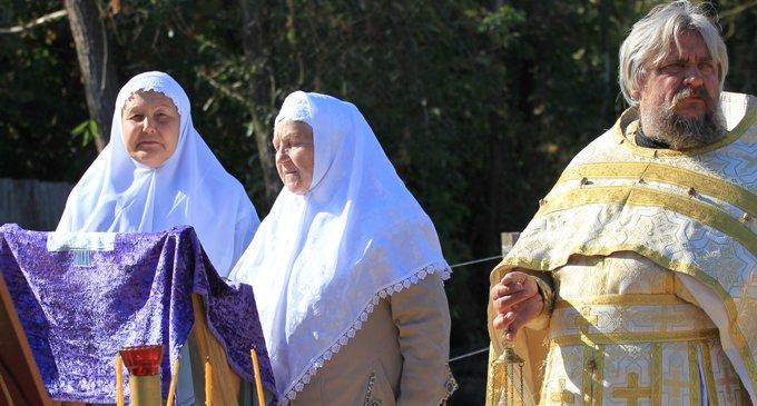 Может ли православный креститься двумя перстами?