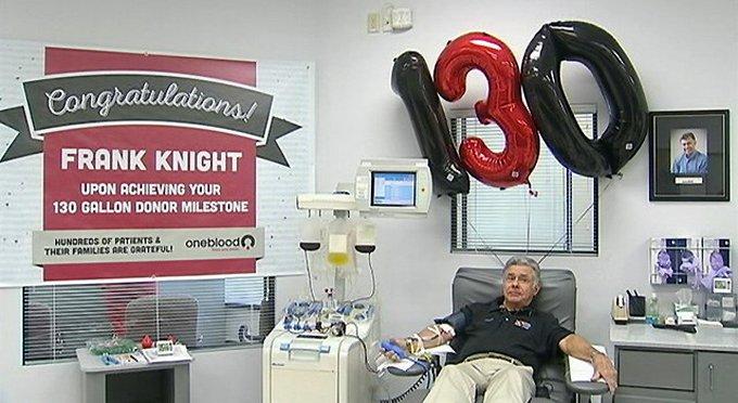 Американский учитель-пенсионер сдал за жизнь почти 500 литров крови