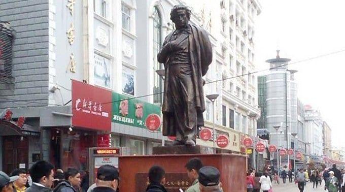Китайцы установили памятник «отцу» русской литературы