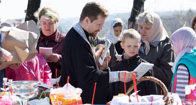 Накануне Пасхи при храмах и монастырях людям подарят Евангелие