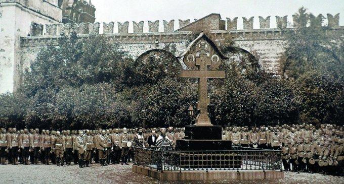Крест-памятник на месте гибели генерал-губернатора Москвы С. А. Романова