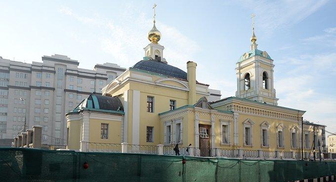 Патриарх Кирилл освятил восстановленный храм на Преображенке