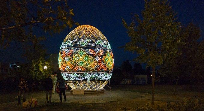 Москву украсят масштабной инсталляцией из светящихся пасхальных яиц