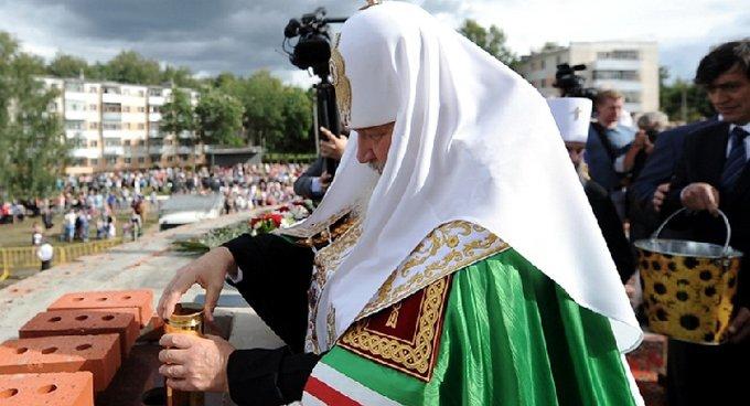 Патриарх Кирилл освятил закладной камень нового храма в честь Федора Ушакова