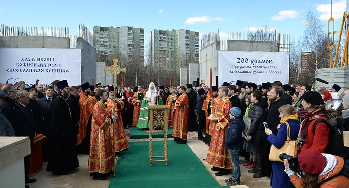 Патриарх Кирилл заложил храм в Отрадном