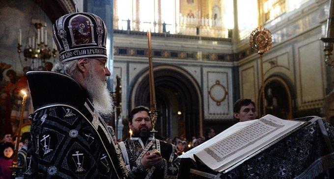 Патриарх Кирилл совершил службу с чтением Страстных Евангелий