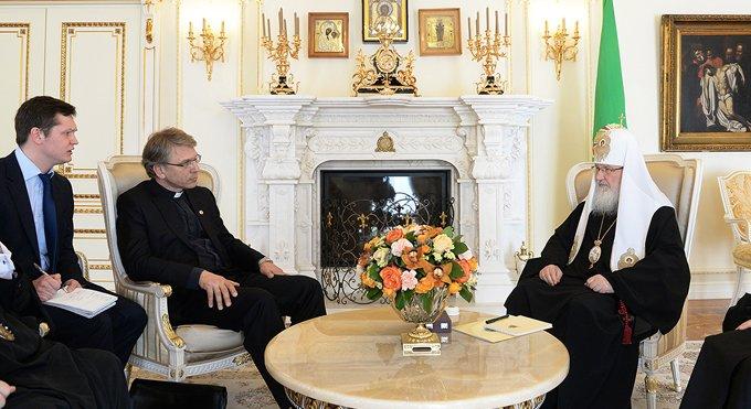 Всемирный совет Церквей мог бы энергичнее выступить в защиту христиан, - патриарх Кирилл