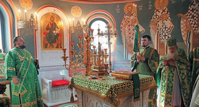 Епископу илариону сослужили апостола фомы епископ кинешемский и палехский иларион совершил божественную литургию в