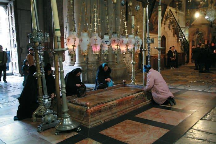 Камень Помазания  в храме Гроба Господня, Иерусалим