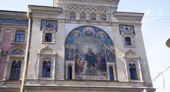 На фасаде института кино в Петербурге восстановили уникальную икону