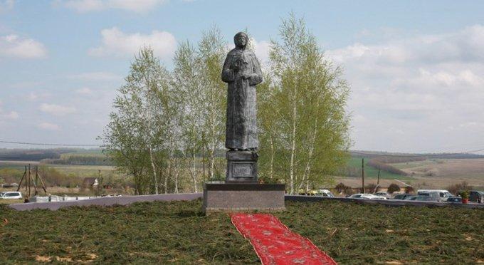 На малой родине блаженной Матроны Московской установили ее памятник