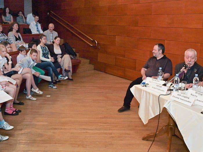 Пресс-конференция, на которой на вопросы журналистов отвечали и взрослые, и дети