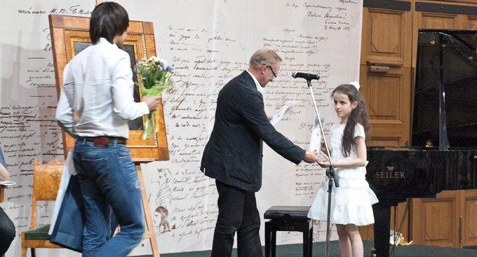 Дети получили взрослую премию