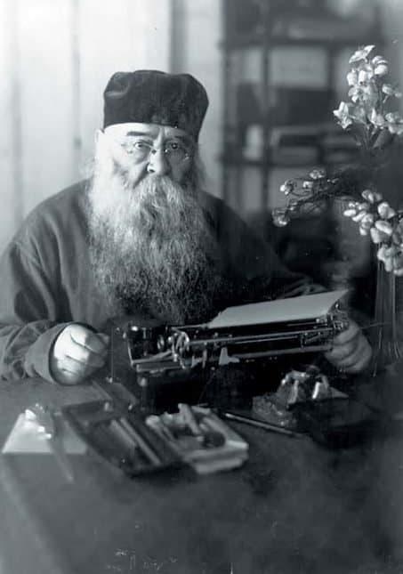 Митрополит Сергий (Страгородский) за работой