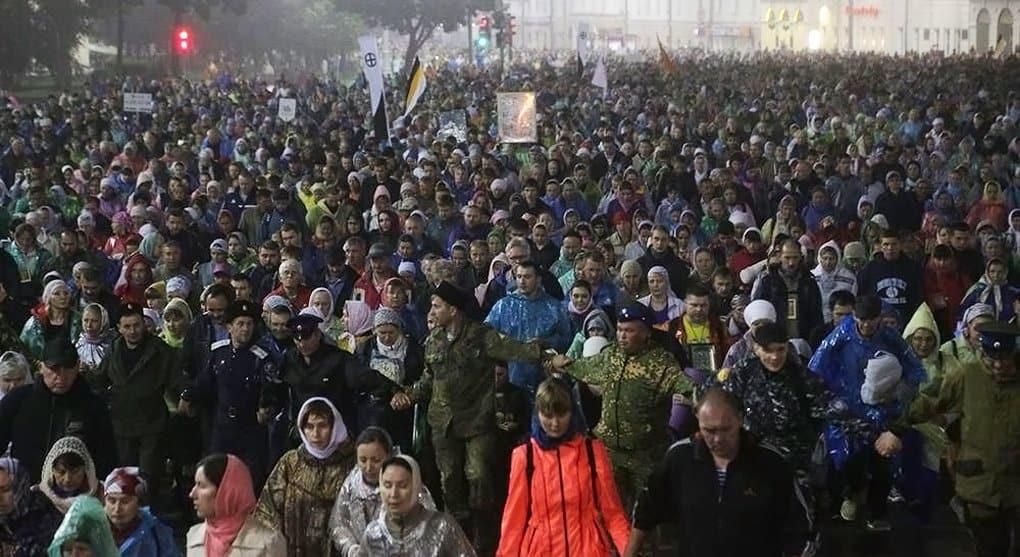 В память о царской семье крестным ходом прошли 60 тысяч человек