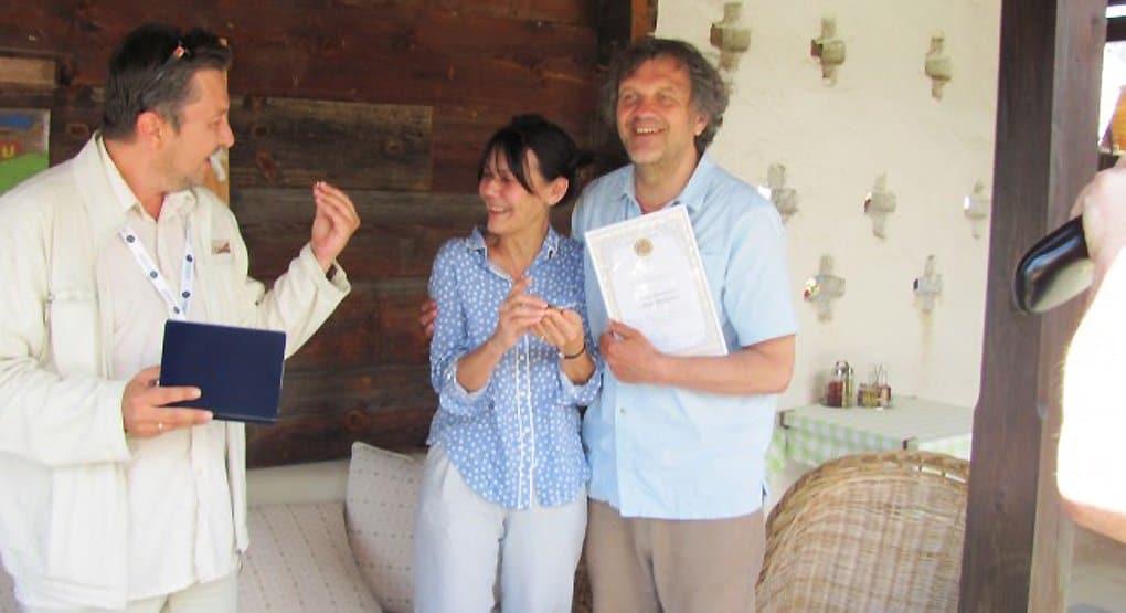 Эмира Кустурицу и его жену наградили медалью за любовь и верность