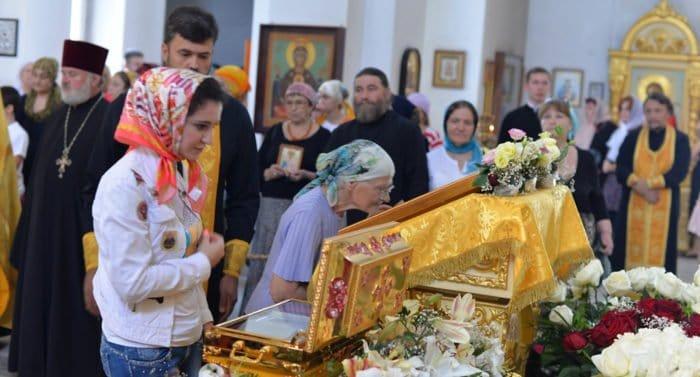 Более 850 тысяч верующих поклонились мощам святого князя Владимира