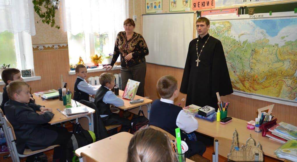 В Минобрнауке не исключают расширения курса основ религии в школе
