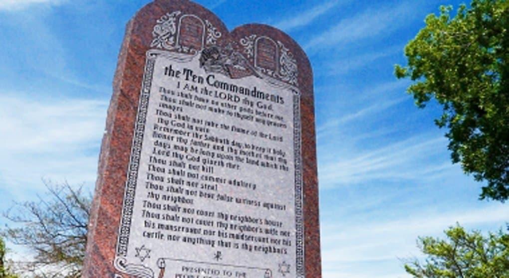 В штате Оклахома хотят снести памятник с десятью заповедями