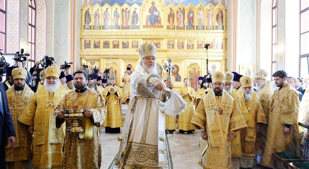 В восстановленном епархиальном доме патриарх Кирилл освятил храмы