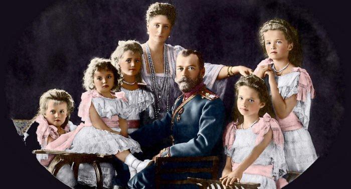 Следователи эксгумировали предположительные останки царя Николая II и его семьи