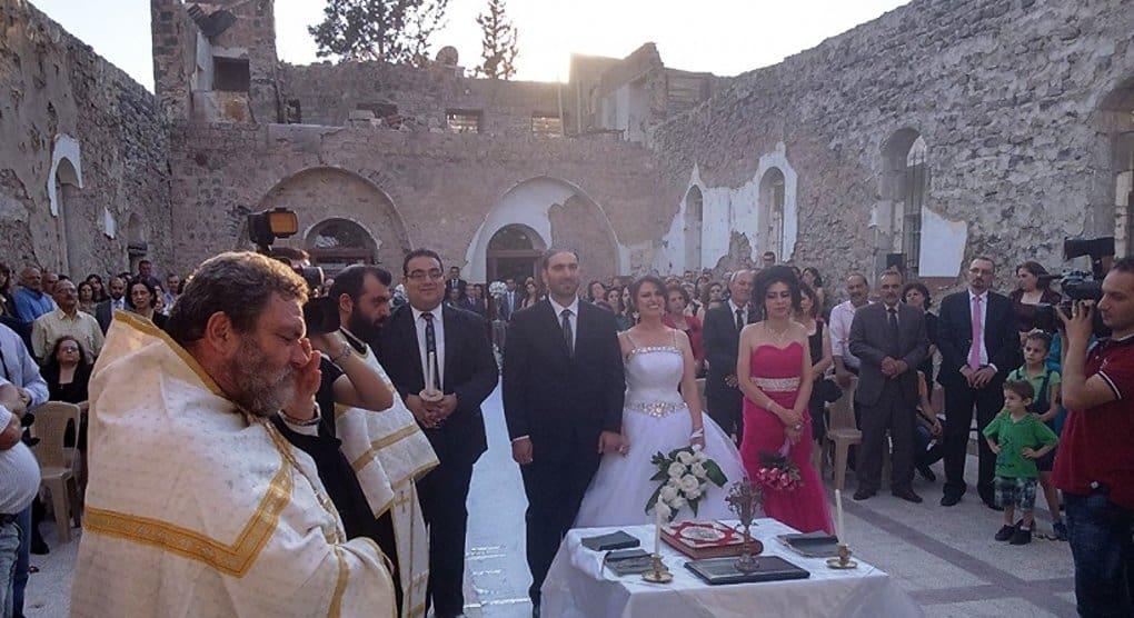 В разрушенном сирийском монастыре прошло венчание