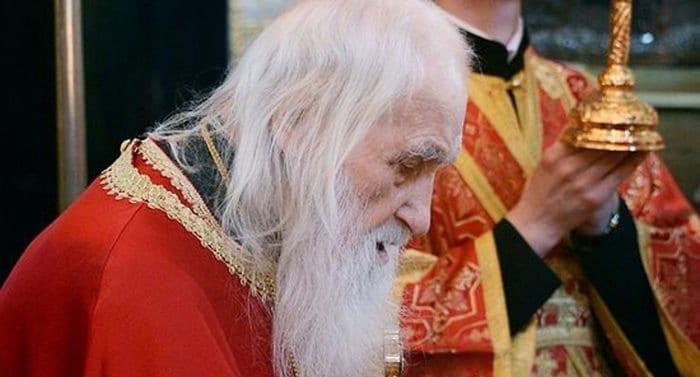 Патриарх Кирилл наградил игумена русского монастыря на Афоне в честь его 100-летия