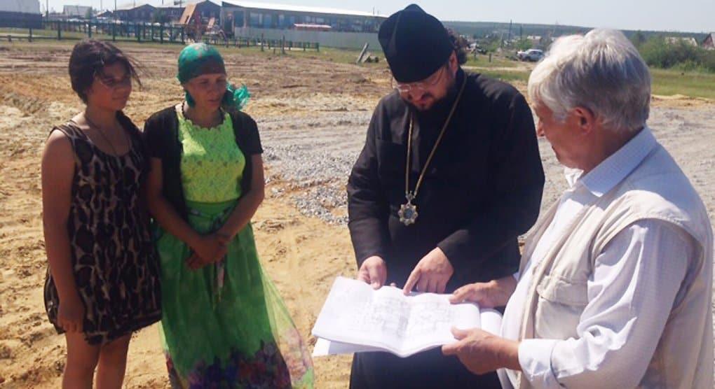Многодетной якутской семье без кормильца помогает строить дом епархия