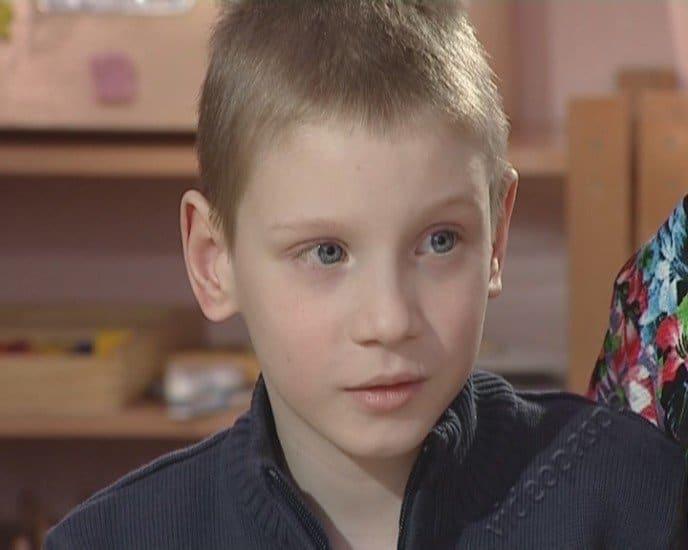 Будущий летчик Дима ищет папу и маму