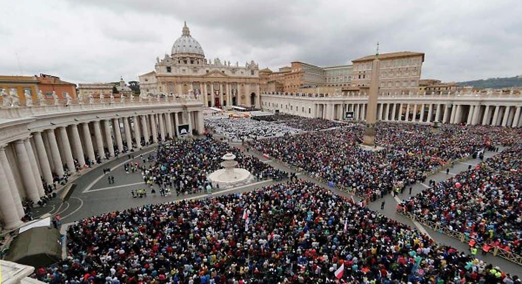 Полмиллиона католиков просят папу Франциска отстоять учение о браке