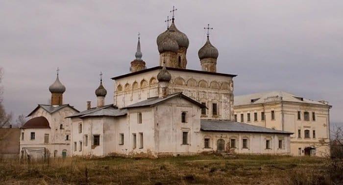 В новгородском монастыре обнаружили почти 30 тысяч фрагментов фресок