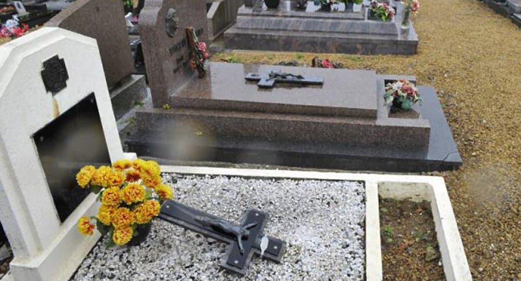 Французские подростки осквернили 40 христианских могил