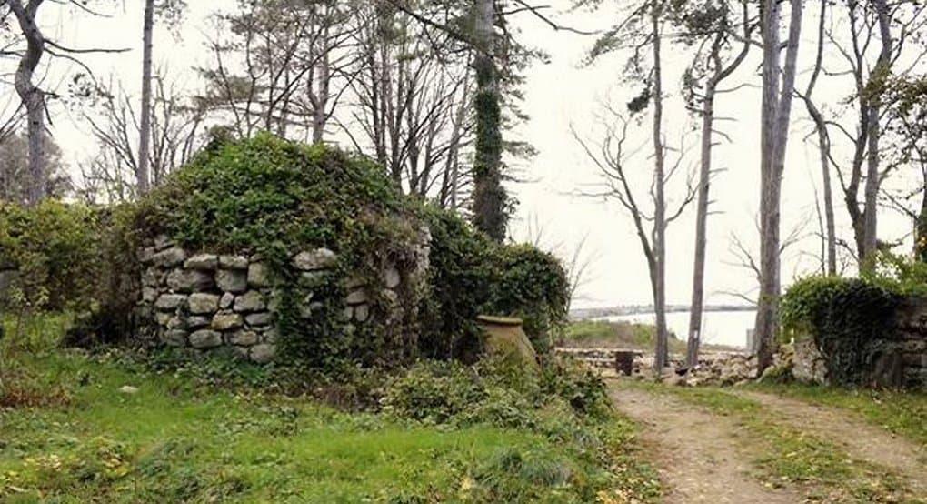 На раскопках болгарской крепости нашли христианские крест и медальон