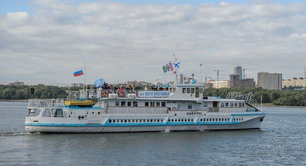 Корабль-церковь поплыл к отдаленным сибирским селам