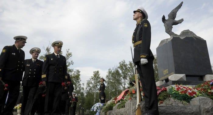 Погибших моряков с «Курска» помянули в Петербурге