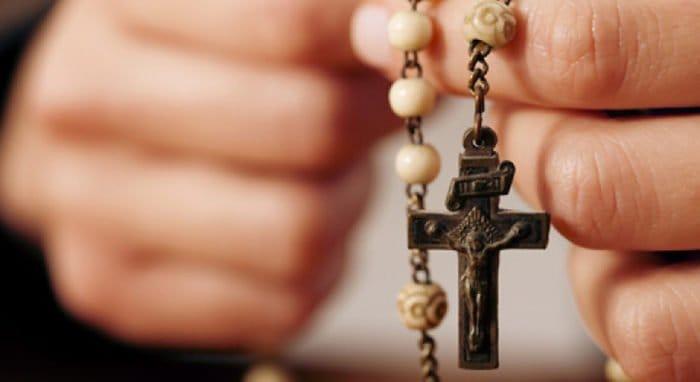 Бабушка-католичка благословила дом. Что делать?