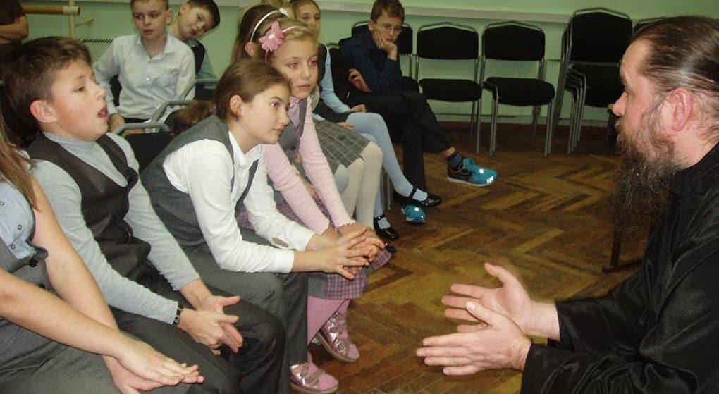 В 30 школах Москвы ОПК будут изучать в пятом классе, - заявили в Церкви