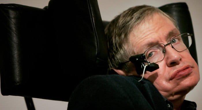 Стивена Хокинга позвали в первую российскую соцсеть для инвалидов