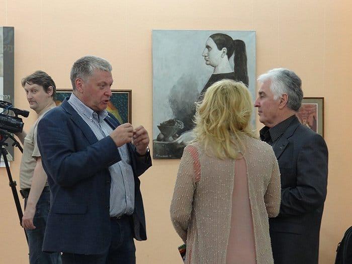 Константин Кузьминых на открытии (слева)