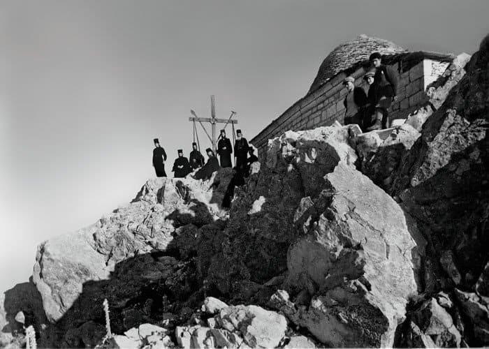 Крест ихрам Преображения Господня на вершине Афона. Фото начала XX век