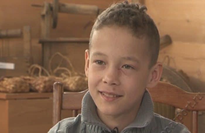 Садовод, математик и шахматист Артем ищет новую семью