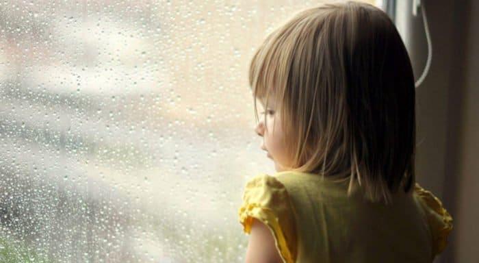 В Тюмени выпавшую из окна девочку поймал прохожий
