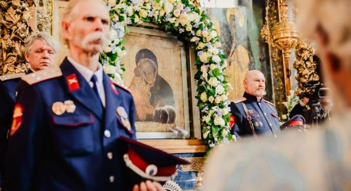 В Донском монастыре молятся перед чудотворной святыней