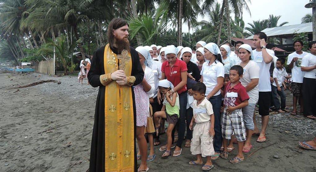 Члены бывших католических общин приняли православие на Филиппинах