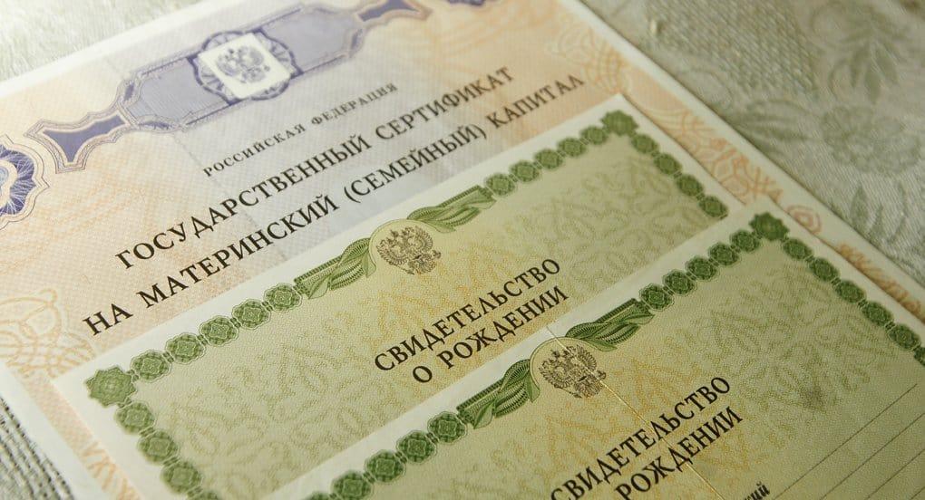 Программу материнского капитала надо продлить минимум на два года, - Владимир Путин