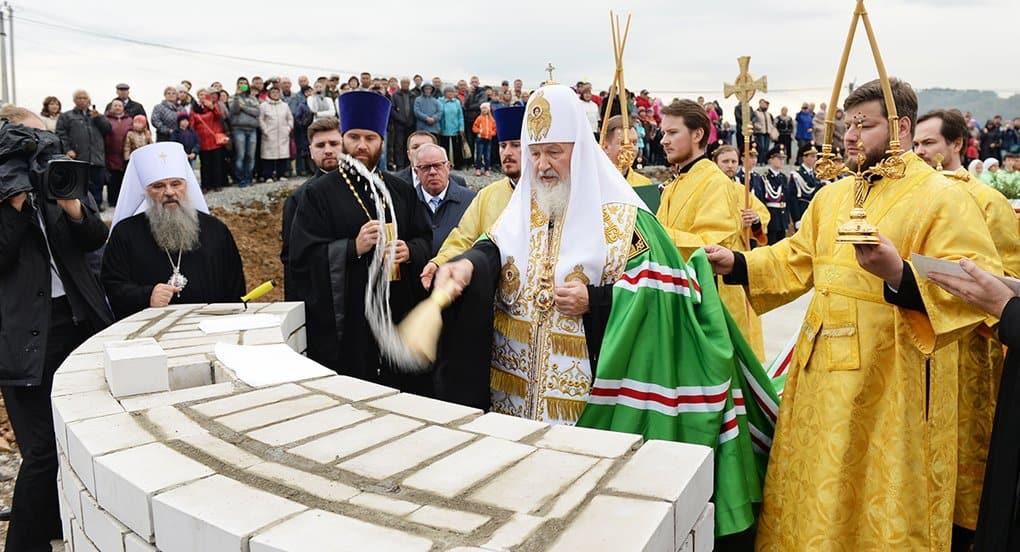 В Горно-Алтайске патриарх заложил храм в честь покровителей брака